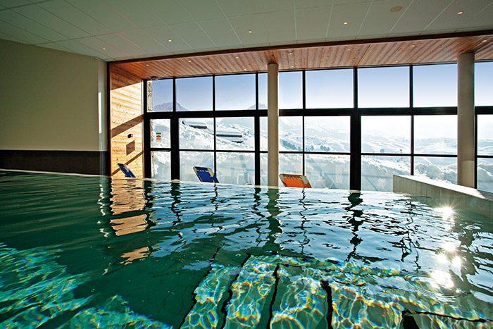 piscine intérieur résidence