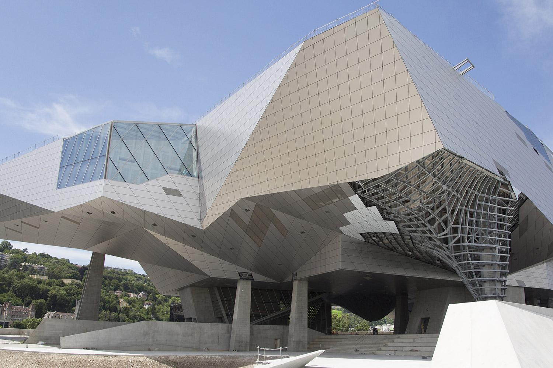 Le mus e des confluences le cabinet de curiosit s de lyon for Architecte musee confluence