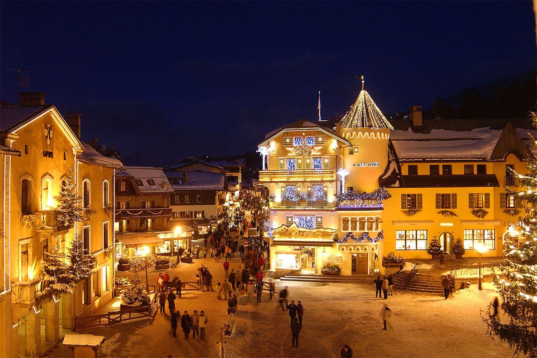Place du village de Megève la nuit
