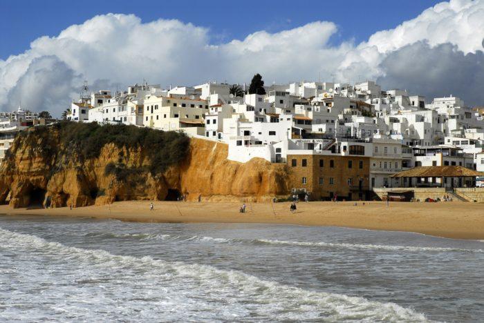 Investir à l'étranger<br/>(avantages fiscaux<br/>au Portugal)